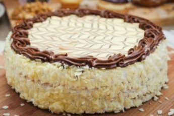 Банановый торт получается очень нежным и вкусным, обязательно попробуйте