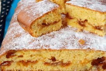 Самый вкусный пирог с вареньем на скорую руку