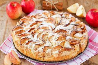 Потрясающе вкусный яблочный пиpoг украсит любое чаепитие.
