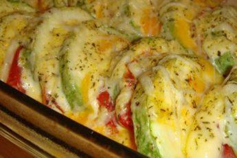 Рецепт для любителей овощных блюд: кабачки с помидором и сыром в духовке 1